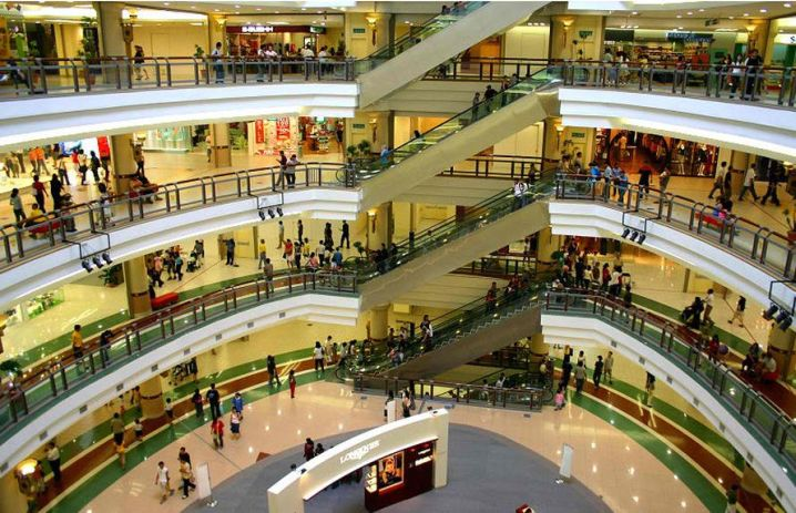 huge shopping mall in Shiraz